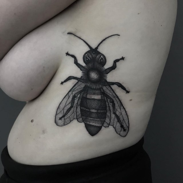 black and grey bee tattoo 1