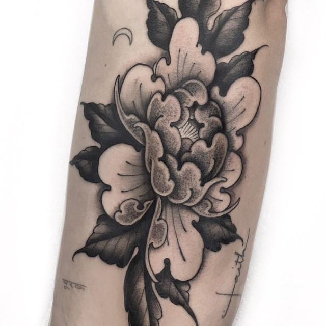 black and grey peonie tattoo 1