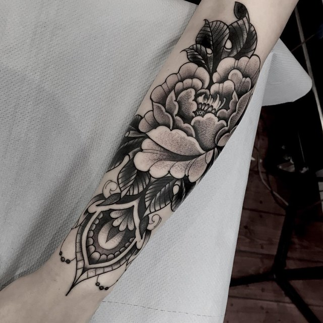 black and grey peonie tattoo 4