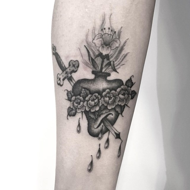 black and grey sacred heart tattoo 3
