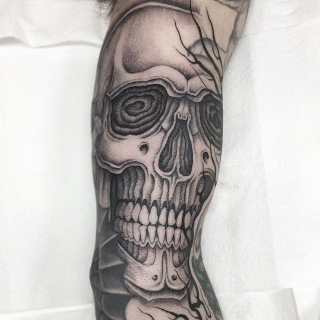 black and grey skull tattoo 05
