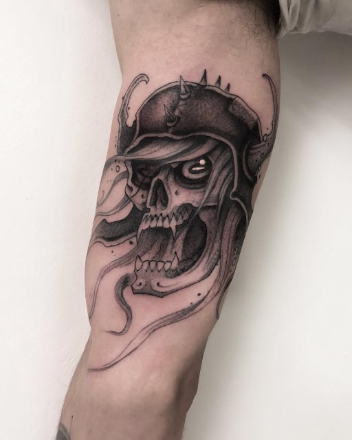 black and grey skull tattoo 18