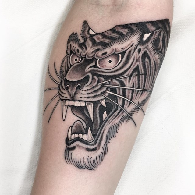 black and grey tiger tattoo 03