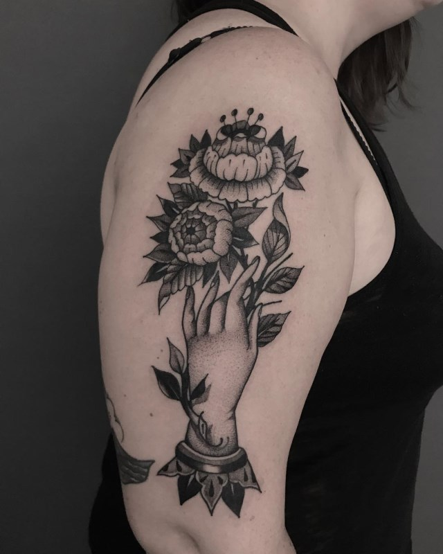 traditional-style-flower-tattoo-5