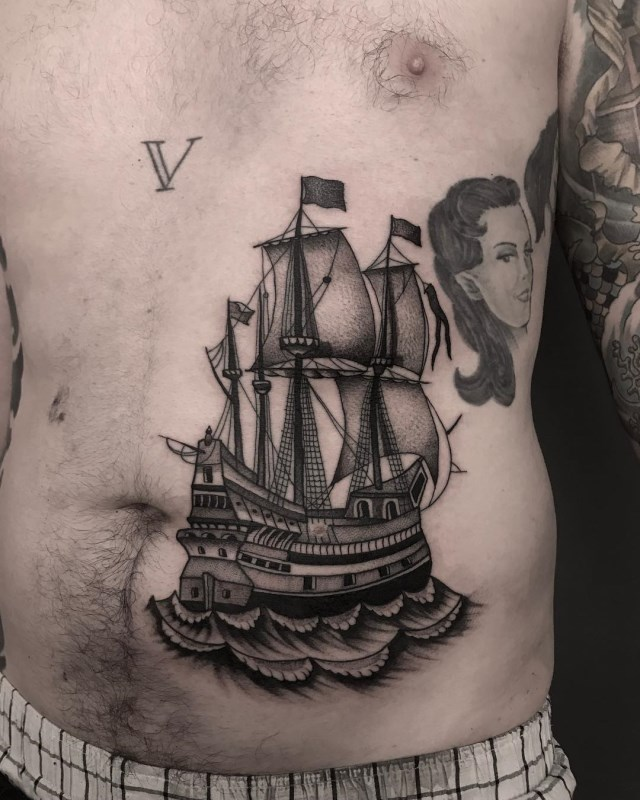 traditional-style-ship-tattoo-09