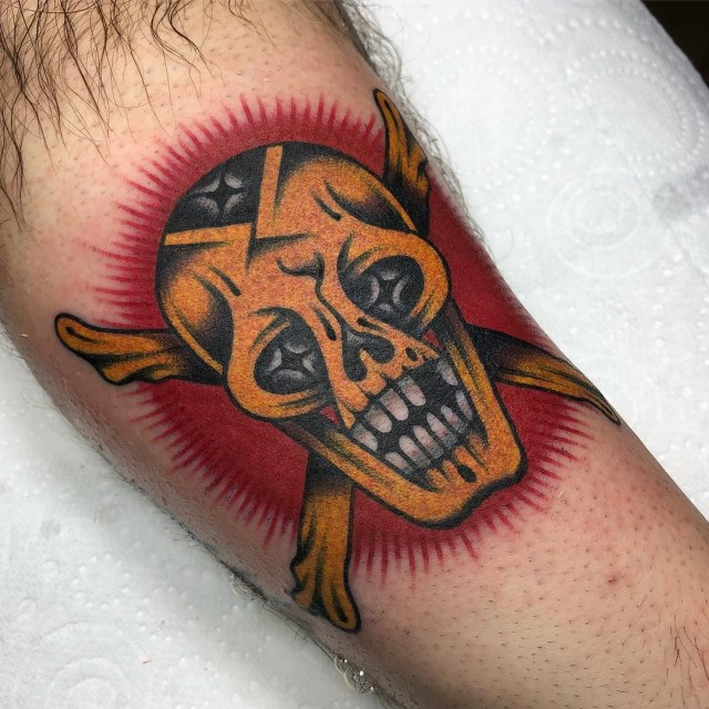 traditional-style-skull-tattoo-09