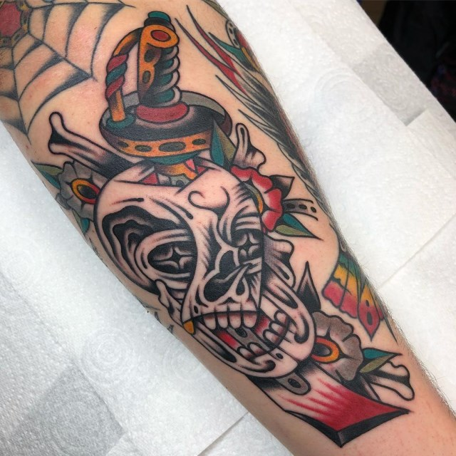 traditional-style-skull-tattoo-10